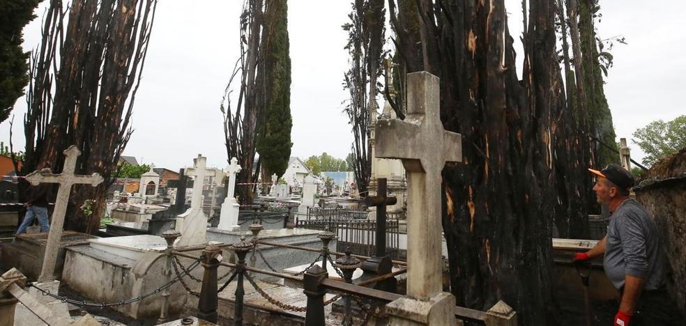 IU de Cacabelos pide al ex alcalde del PP que dimita tras la sentencia que obliga a revertir la ampliación del cementerio