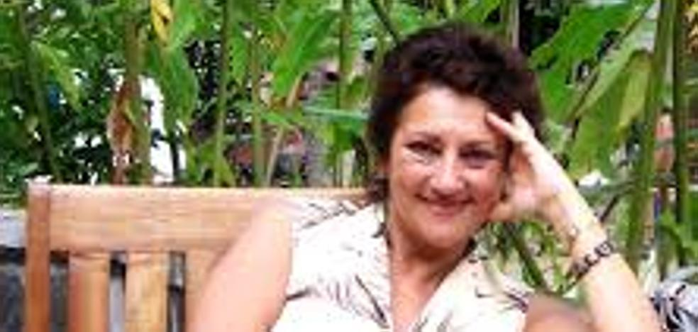 La poeta y rapsoda Carmen Martínez rinde homenaje a Gloria Fuertes en el Museo Arqueológico de Cacabelos
