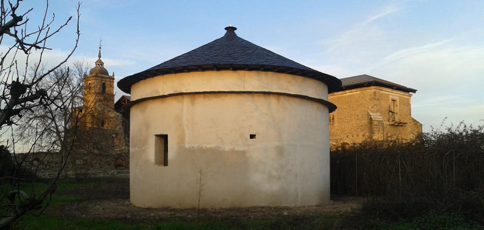 El monasterio de Carracedo acoge la exposición itinerante sobre los palomares de la provincia
