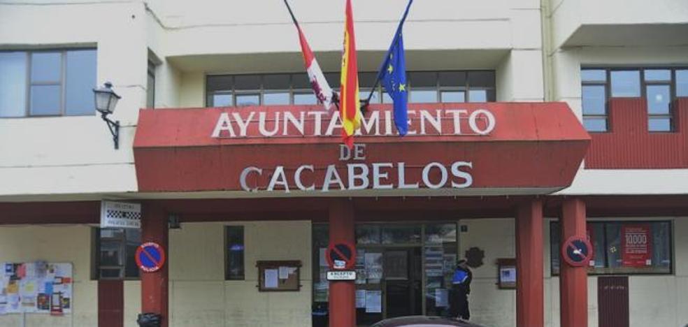El PSOE de Cacabelos defiende a la interventora y reprocha a la Junta que «no cumpla su palabra»