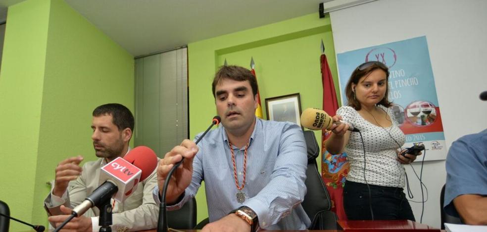 El gobierno de Cacabelos defiende la legalidad del enganche de la luz del recinto ferial