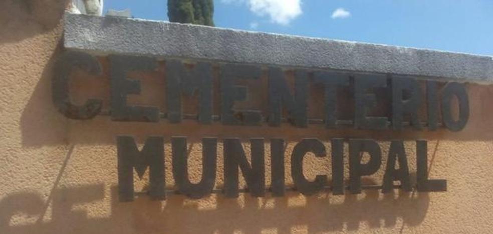 Cacabelos aprueba una partida de 36.000 euros para derribar la ampliación del cementerio