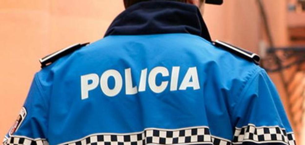 Detenido en Ponferrada un hombre de 33 años por arrojar botellas y vasos contra varios vehículos