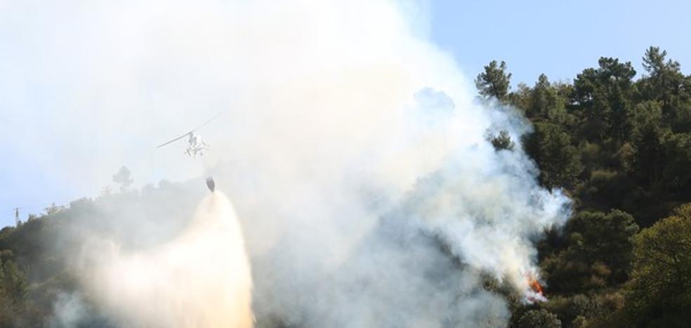Controlado un nuevo incendio en el monte Pajariel y otros dos permanecen activos en la provincia
