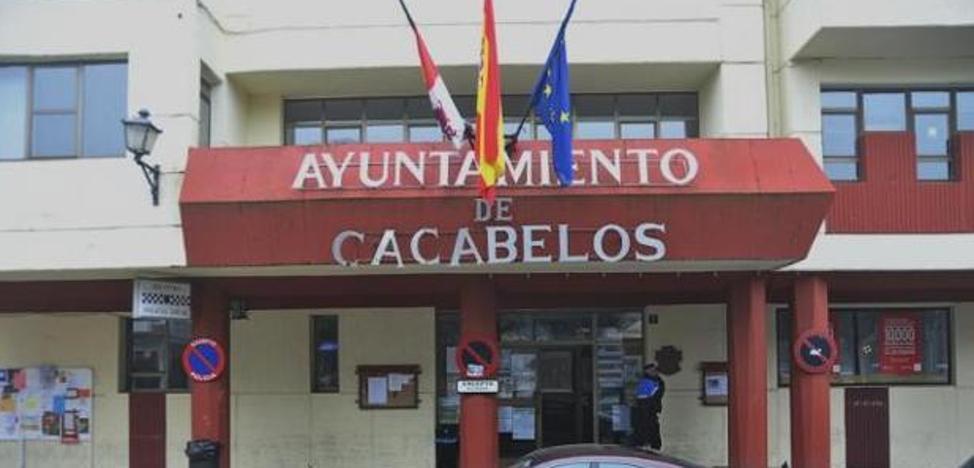 IU asegura que la gestión del tripartito en Cacabelos «se ajusta a la legalidad»
