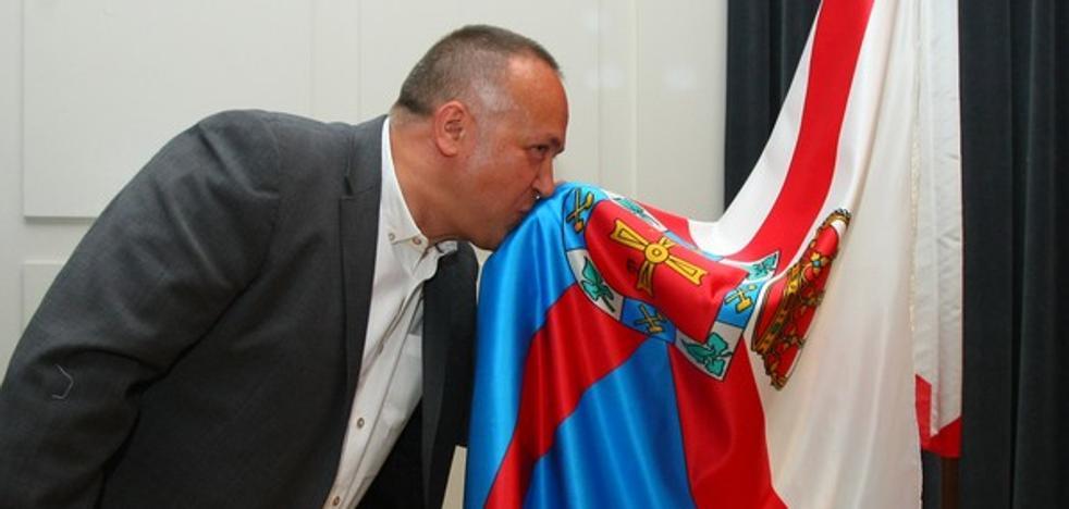 El presidente del Consejo arremete contra la Junta por la ausencia de la bandera de la comarca en la presentación de 'Bierzo Hub'