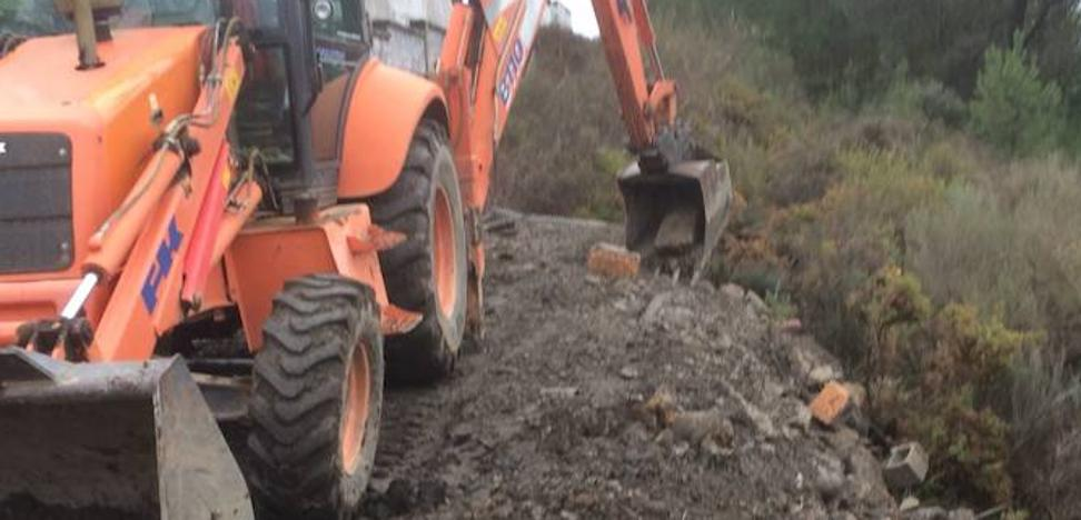 El PP de Cacabelos denuncia el vertido y sellado«ilegal» de escombros de las obras de demolición de la ampliación del cementerio