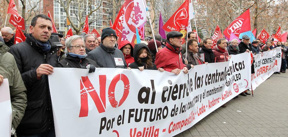Medio millar de personas se concentra frente al Ministerio de Energía en defensa de las térmicas