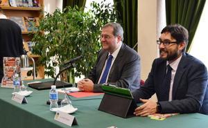 Enrique Mendoza presenta en el Museo de la Radio de Ponferrada sus 'Opiniones de un opinante'
