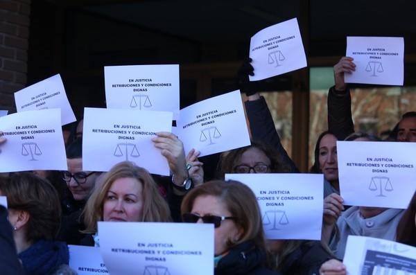 Concentración de los funcionarios de Justicia en Ponferrada