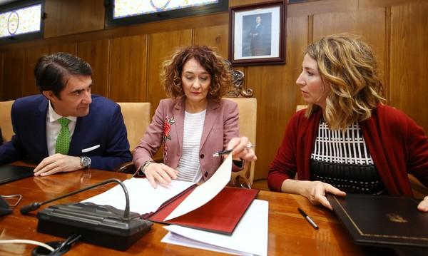 Firma del convenio entre Ponferrada y la Junta para tramitar solicitudes de vivienda pública para alquiler social