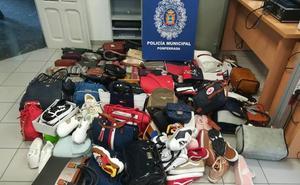 La Policía de Ponferrada interviene más de 650 artículos de mercancía falsificada en dos puestos del mercadillo semanal