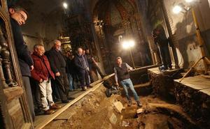 Las excavaciones en la iglesia del monasterio de Montes descubren tumbas que podrían ser del siglo XIII
