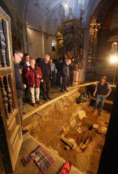 Excavaciones en la iglesia del monasterio de Montes