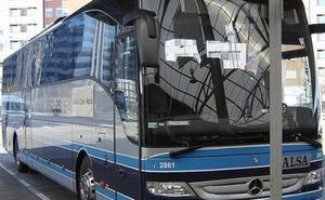 Los trabajadores del transporte de viajeros se concentran en la estación de autobuses de Ponferrada por la firma del convenio