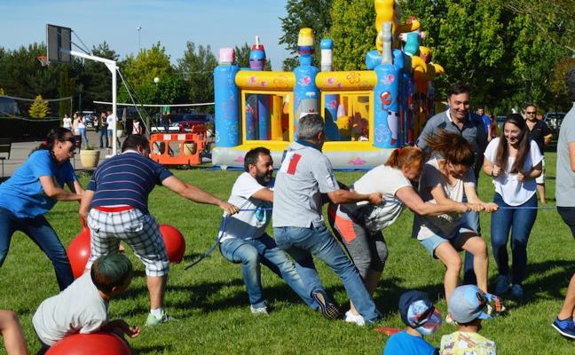 Las familias fueron el centro de la fiesta de fin de curso del colegio Peñacorada