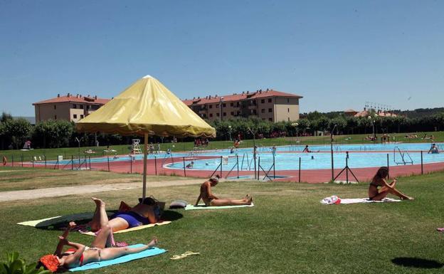 Las piscinas de la palomera y s enz de miera se incorporan for Piscinas fluviales leon