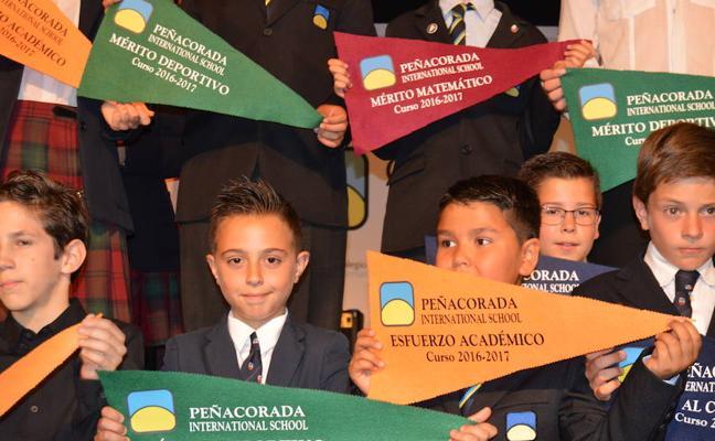 Peñacorada reconoce a sus alumnos con la entrega de los Banderines al esfuerzo