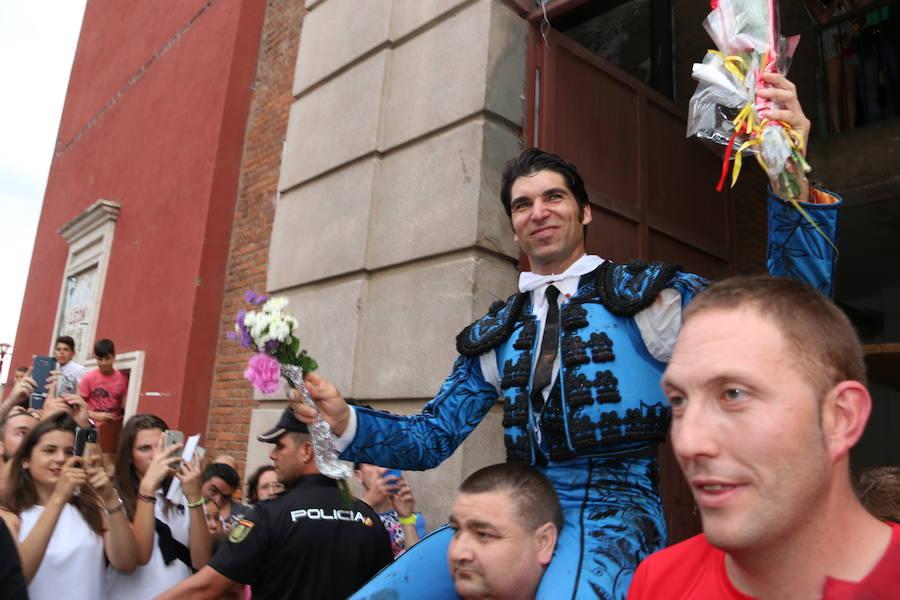 Las mejores fotos de la corrida de toros de Fiestas de San Juan y San Pedro