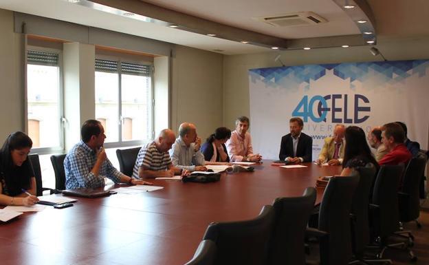 La mesa negociadora del convenio colectivo de oficinas y for Convenio colectivo oficinas y despachos zaragoza