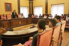 León recibe a un grupo de alumnos murcianos en ruta