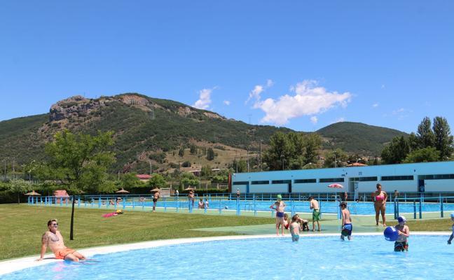 Llega el verano a La Robla para disfrutar en su piscina municipal