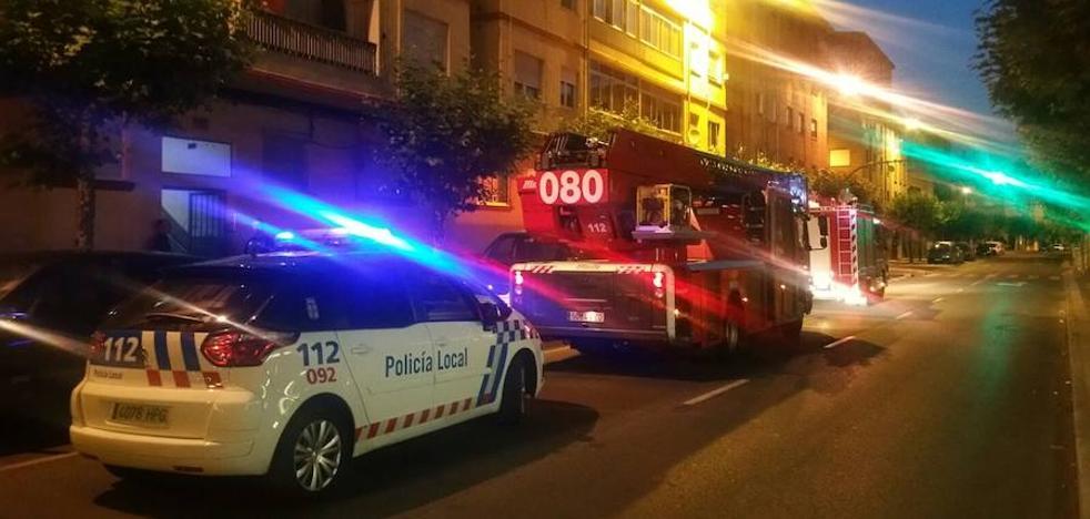 Tres intoxicados al inhalar humo en el incendio de una vivienda en Mariano Andrés