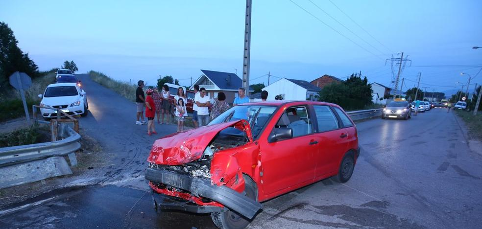Seis jóvenes resultan heridos en la colisión de dos vehículos en Camponaraya