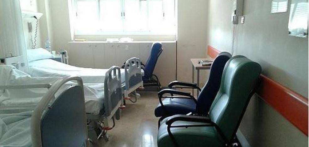 El Hospital de León lleva a más el 'recorte estival' cerrando diez camas de la planta octava