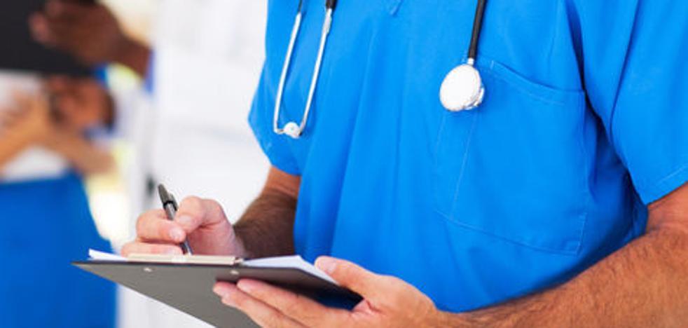 Auxiliares de enfermería de residencias reclaman el reconocimiento de la penosidad de su trabajo