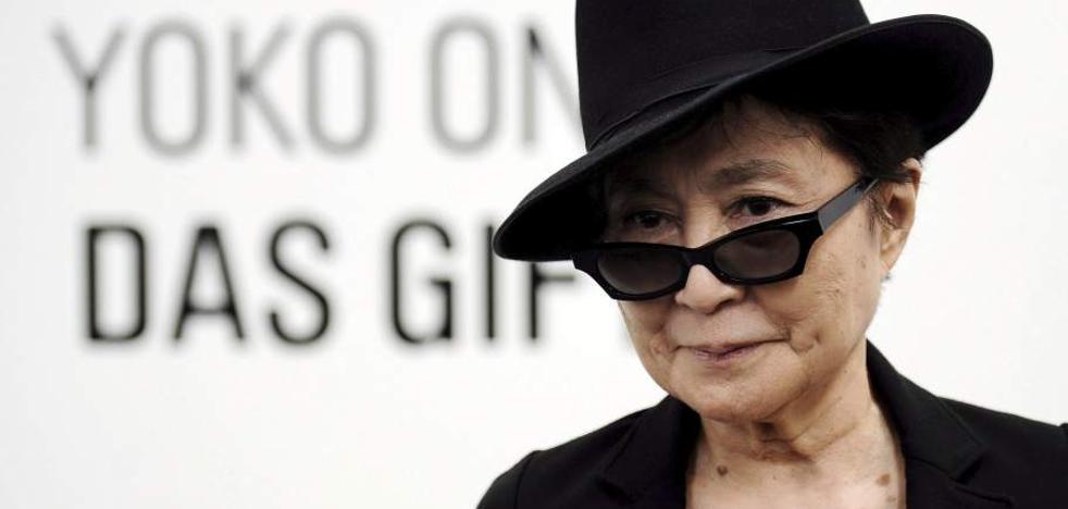 El juez da la razón a Yoko Ono, que demandó a Heineken por la marca John Lemon