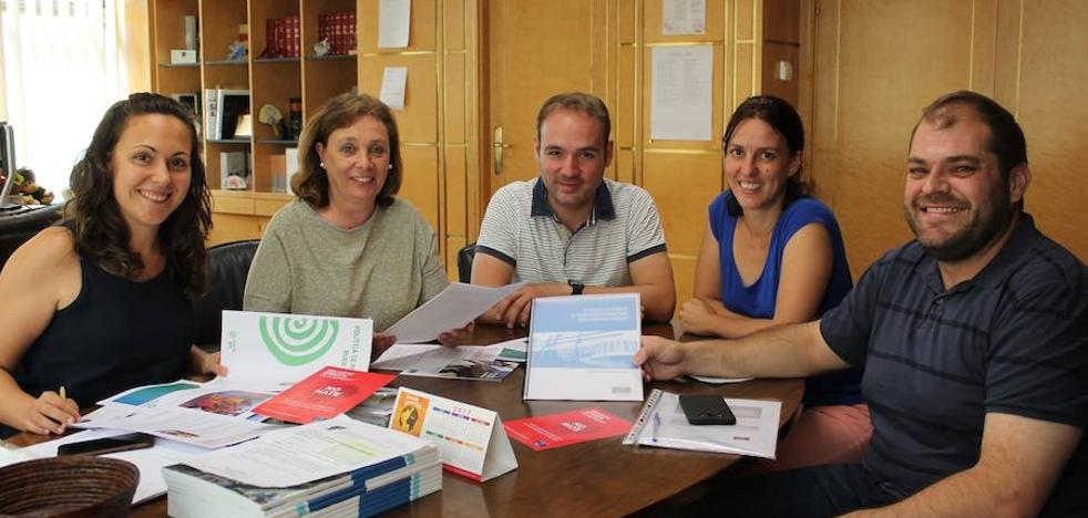 La Asociación Auryn presenta al Ayuntamiento los proyectos de defensa de la infancia en redes europeas