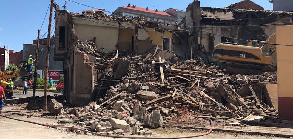 El Ayuntamiento derriba un edificio de la plaza de Santa Ana por seguridad de los peatones