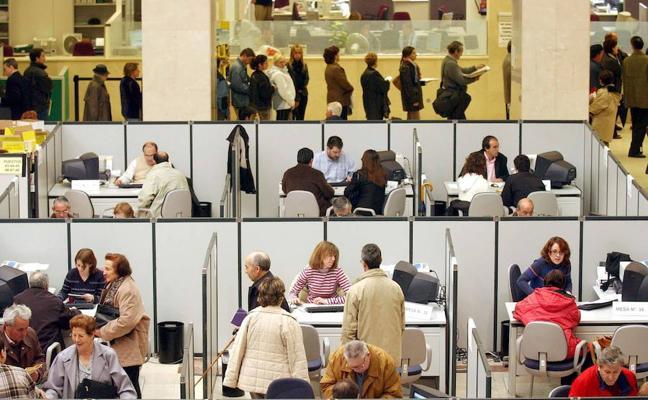 El TC admite el recurso del Gobierno y suspende de forma cautelar las 35 horas en Andalucía