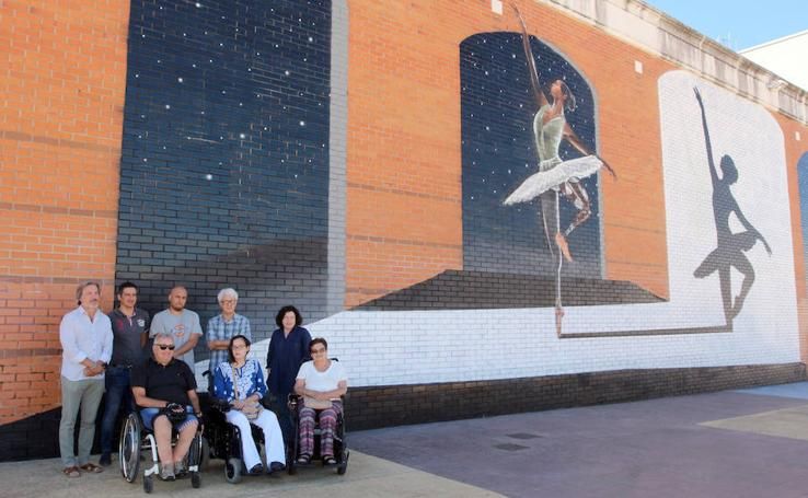 Imágenes del mural conmemorativo del XX aniversario de Ambi