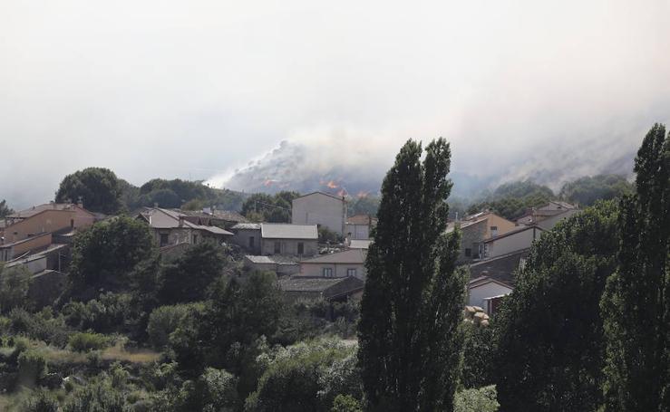 Las llamas amenazan en Ávila