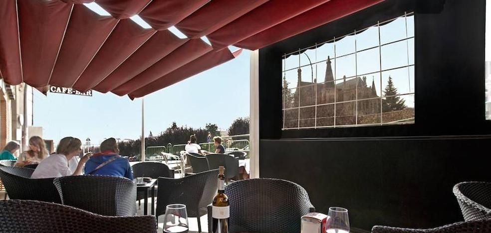 IU en Astorga pide un grupo de trabajo común para un ordenanza de terrazas que armonice todos los intereses