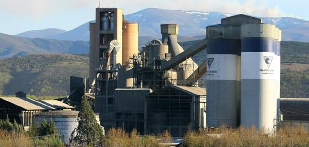 Bierzo Aire Limpio se opone a la llegada de 200.000 toneladas de cenizas volantes de carbón anuales a Cementos Cosmos