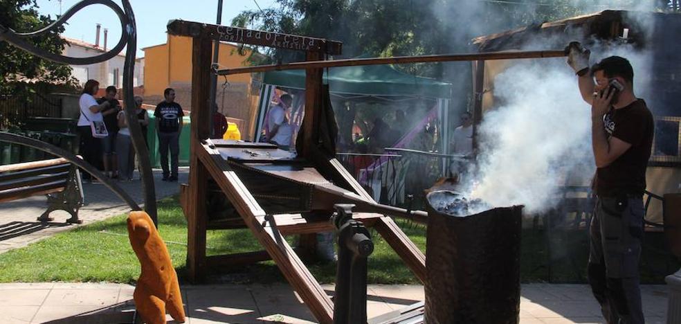 La magia de la jorja, espectáculos y mucha artesanía copan un intenso fin de semana en Coyanza