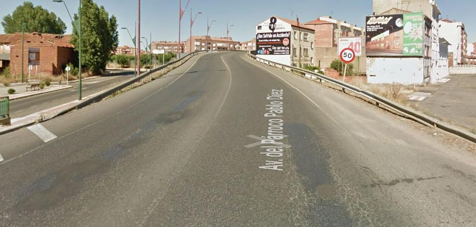 Dos heridos en una colisión entre dos turismo y una moto en Trobajo del Camino