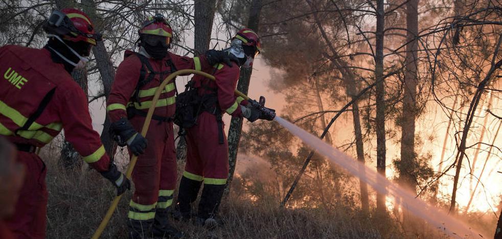 Más de un centenar de efectivos de la UME luchan contra el fuego en Portugal