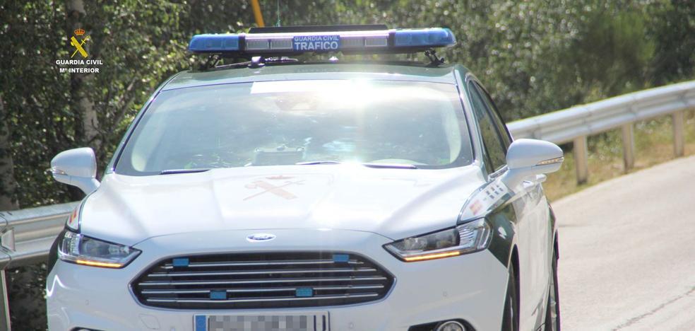 La Guardia Civil detiene a un conductor en Boñar por llevar toda su vida conduciendo sin carnet