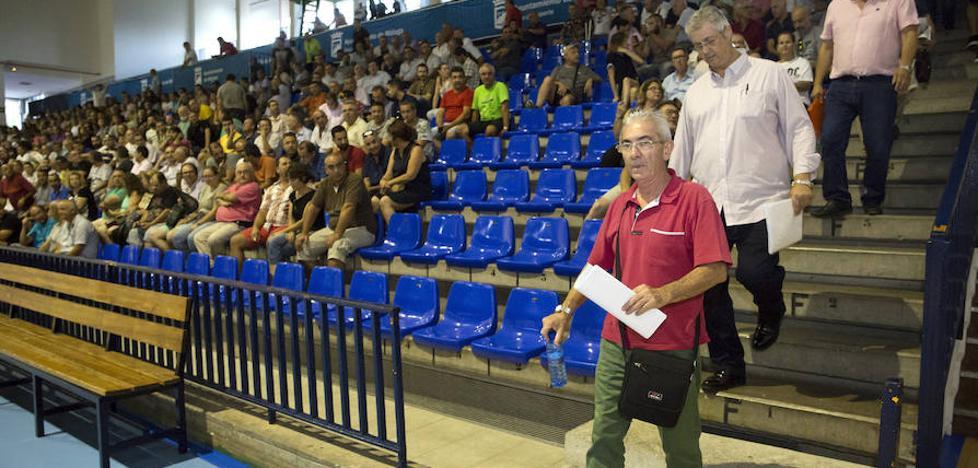 Los taxistas de Málaga acuerdan en asamblea finalizar la huelga indefinida