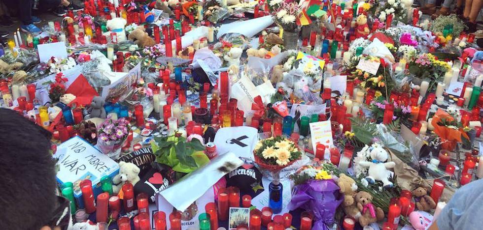 Un leonés destaca que La Rambla es «un santuario» con altares de flores repartidos por la zona