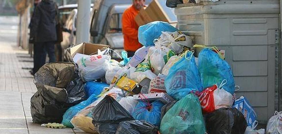Los trabajadores de la limpieza de Ponferrada están «tristes, engañados y decepcionados» con el Ayuntamiento y la empresa