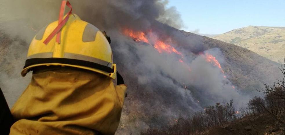 La Junta declara nivel 2 en el incendio forestal de Encinedo y obliga a evacuar Santa Eulalia de Cabrera y Villarino, en Truchas