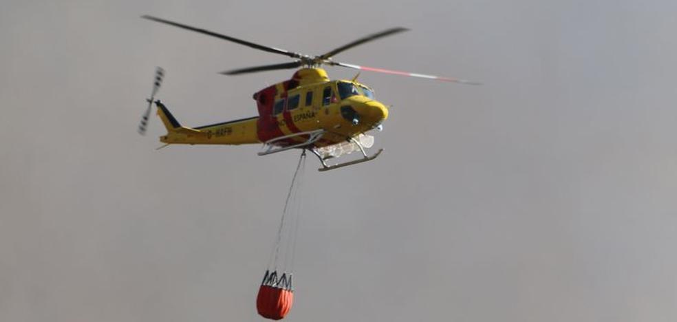 Medio Ambiente amplía a 15 el número de aeronaves que combaten el fuego declarado en Encinedo