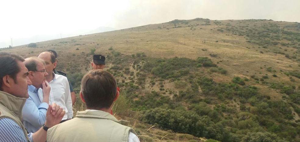 El fuego calcina más de 5.000 hectáreas y obliga a un nuevo desalojo, ahora en la localidad de Forna
