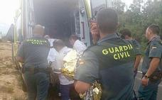 La Guardia Civil auxilia a una peregrina alemana accidentada en el Camino de Santiago
