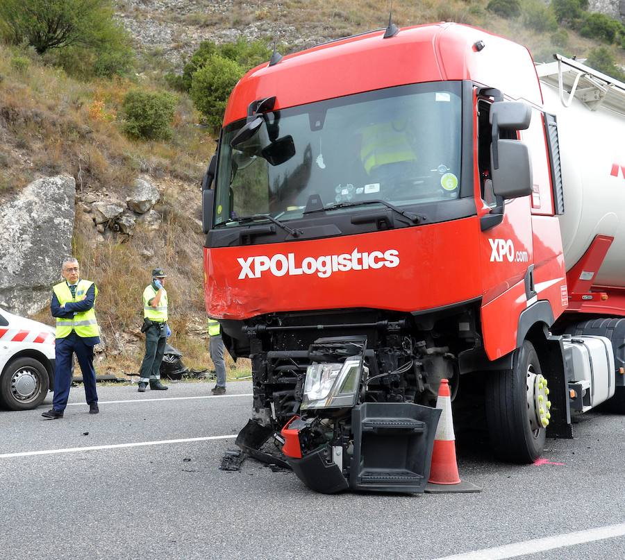Accidente entre un camión y un turismo en Burgos